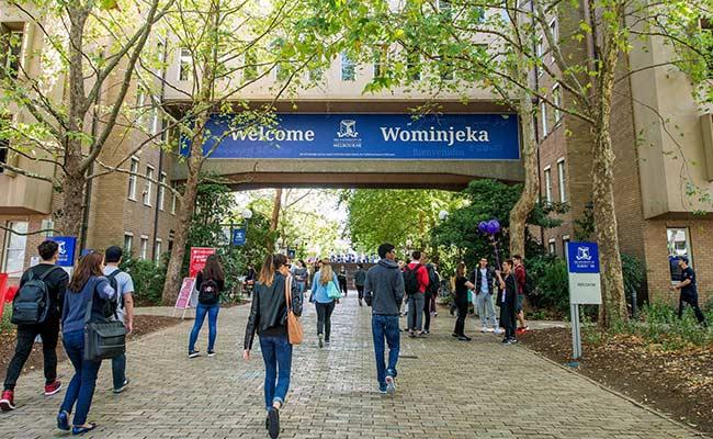 Melbourne International Undergraduate Scholarship 2021 - ASEAN Scholarships